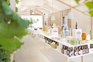 Casa-Turia-pop-up-store-by-CuldeSac-Valencian-Spain-03